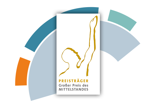 Logo des Preisträgers vom Großen Preis des Mittelstandes - im Hintergrund eine angedeutete Fokussierlinse