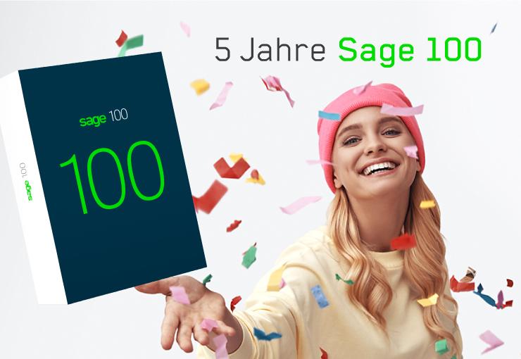 """Bild einer jungen Frau, die das Sage 100 Package und Konfetti in die Luft wirft – dazu die Headline """"5 Jahre Sage 100"""""""