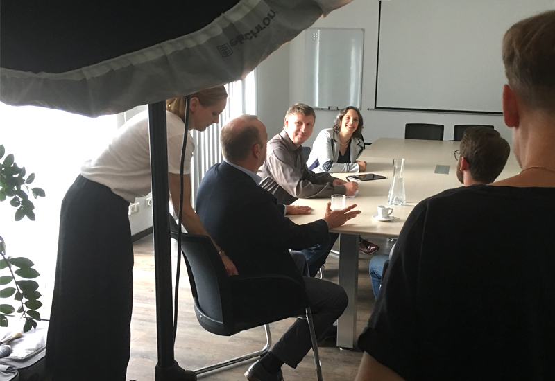 Bild vom Network Concept Fotoshooting - Meetingszene in Lich