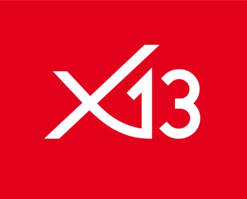 Weißes Logo x13 auf rotem Hintergrund